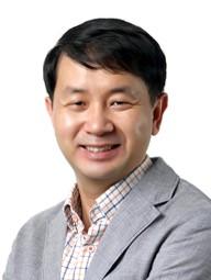 신동욱 주임교수님 사진
